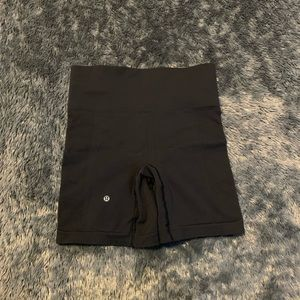Lululemon - 4 shorts
